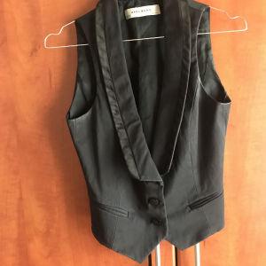 Μαύρο σατέν γιλέκο Zara