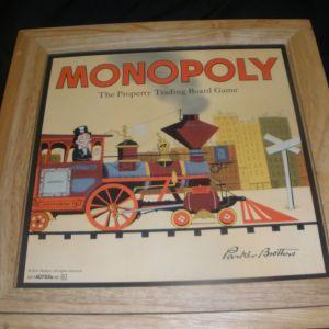 Monopoly - Συλεκτικό ξύλινο επιτραπέζιο παιχνίδι με μεταλλικά και ξύλινα πούλια (δεν έχει ανοιχτεί) .