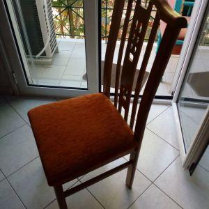 Πωλούνται εξι  καρέκλες σε πολύ καλή κατάσταση. Τιμή 200 Ευρω.