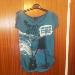 Κοντομανικη μπλούζα