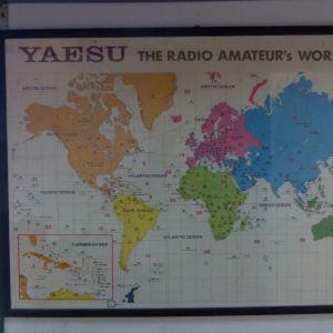 Κάδρο με χάρτη κωδικών ερασιτεχνών ασυρματιστών ,, Χάρτης από την YAESU σε πολύ ακριβή κορνίζα με τζάμι ,,