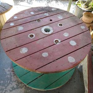 Ξύλινο τραπέζι κήπου