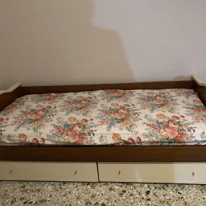 2 ίδιοι Καναπέδες κρεβάτι+στρώματα  με αποθηκευτικό 2 μεγάλα συρτάρια