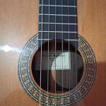 Κλασική χειροποίητη κιθάρα.