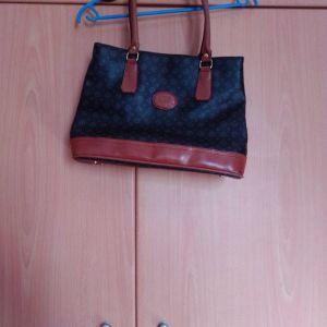 Τσάντα ώμου ελάχιστα χρησιμοποιημένη