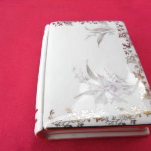 Διακοσμητικό κουτί Limoges France σε σχήμα βιβλίου.