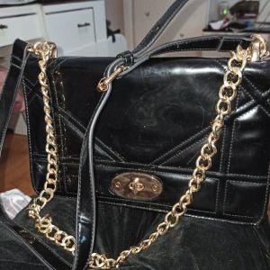 τσάντα μαυρη δερμάτινη με αλυσίδα χρυσή