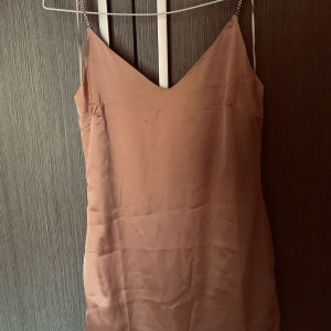 nude σατέν μίνι φόρεμα large