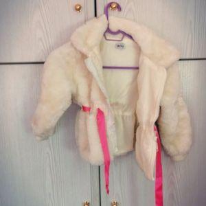 Γούνα λευκή με ροζ ζωνάκι 5 ετών με σημαδακι που δεν φαινεται οταν ειναι κλειστο