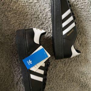 24 Μεταχειρισμένα Adidas προς πώληση σε Θεσσαλονίκη