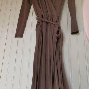 ολόσωμη φορμα με ζώνη στην μέση