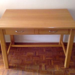 Γραφείο φτιαγμένο απο ξυλουργό και 2 ραφιέρες