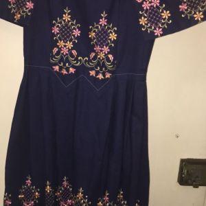 Φόρεμα κεντημένο με λουλουδια.Vintage