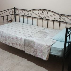 Κρεβάτι  μονό μαζί με στρώμα