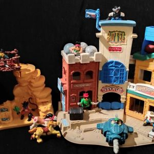 Vintage 1996 Fisher Price Great Adventures Wild Western Town With Cowboys & Pirate Figures