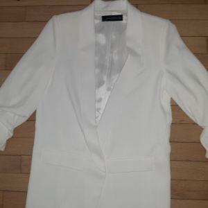 σακάκι λευκό με σουρα στο μανικι