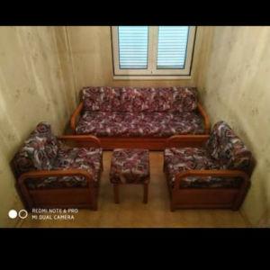 Σετ σαλόνι 1 καναπές με 2 πολυθρόνες και ένα σκαμπό