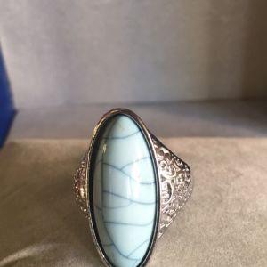 Δακτυλίδι,με μακρόστενη πέτρα.Fau
