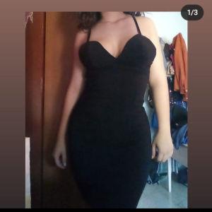 Φόρεμα με άνοιγμα στο στήθος και φερμουάρ στην πλάτη Small
