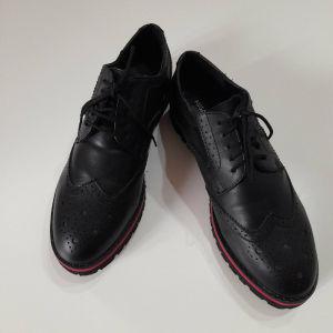 Ένα ζευγάρι παπούτσια migato oxford  No 39.