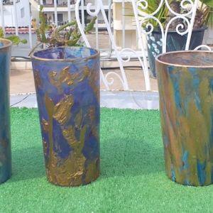 Πέντε  συλλεκτικά ποτήρια για διάφορες χρήσεις, ζωγραφισμένα στο χέρι σε χρυσό και μπλε χρώμα μαζί με εφτα σουβέρ.