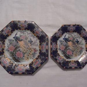 Δύο παλιά γιαπωνέζικα πορσελάνινα διακοσμητικά πιάτα.