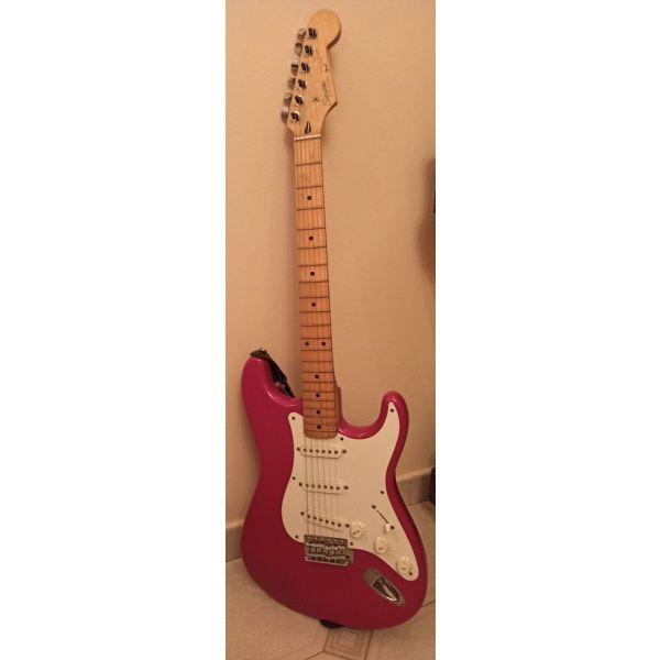 ilektriki kithara Fender Stratocaster (Made In Japan) + thiki metaforas