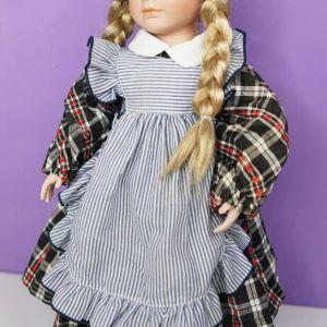 Ψηλή πορσελάνινη κούκλα από Γερμανία.