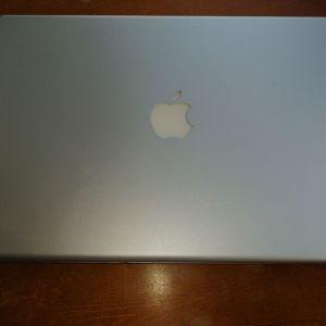 "MacBook Pro 15,"" Intel Core 2 Duo."