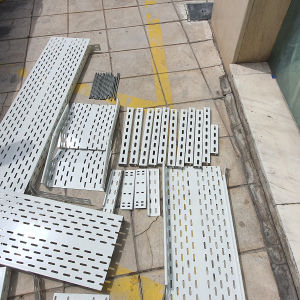 Σχάρες περφορέ βαμμένες με ηλεκτροστατική βαφή για ηλεκτρολογικές εγκαταστάσεις / σωληνώσεις
