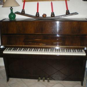 Πωλείται πιάνο petrof  του 1970 (συλλεκτικό) λίγο χρησιμοποιημένο σε άριστη κατάσταση