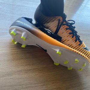Nike football mercurial shoes