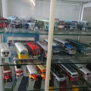 Συλλογή λεωφορείων μινιατούρες κλίμακας 1/43