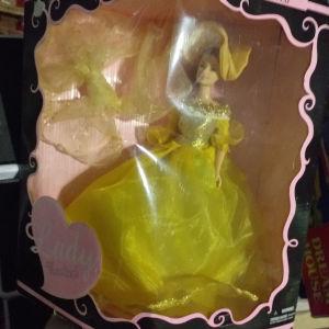 κουκλα με κιτρινο φορεμα