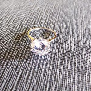 Δαχτυλίδι ασημη Με μονοπετρα *Swarovski*