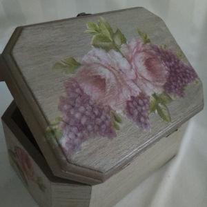 Ξύλινη  Μπιζουτιέρα Γεμάτη Λουλούδια