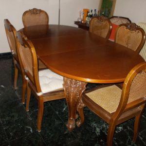 τραπέζι τραπεζαρίας και έξι καρέκλες