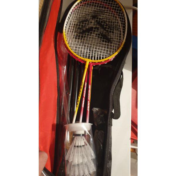 raketes   tou Badminton se thiki set