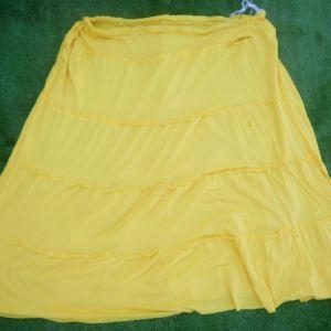 Δυο φούστες σε πανέμορφα μαύρο και κίτρινο χρώμα, αχρησιμοποίητες, μέγεθος L-XL.