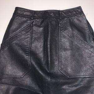 Φούστα μαύρη δερμάτινη