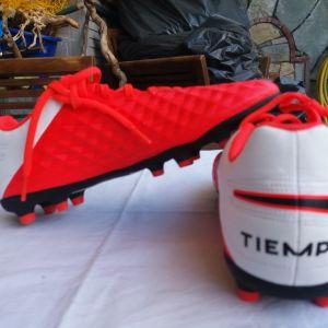Παπούτσια αθλητικά ποδοσφαιρικά NIKE σε άριστη κατάσταση πωλούται