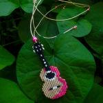 Κολιέ *Κιθάρα* σε τέχνη μακραμε, χειροποίητο, καινούργιο.