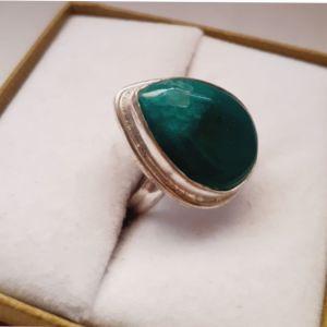 Ασημενιο δαχτυλιδι με πρασινη πετρα