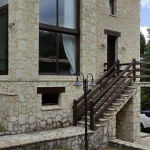 πωλείται εξοχική κατοικία Παρνασσό Αγόριανη