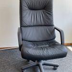 Καρέκλα Γραφείου Διευθυντική Δερματίνη με υποπόδιο