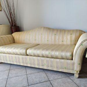 ΣΑΛΟΝΙ σε κατάσταση καινούργιου, που αποτελείται από ένα καναπέ τριθέσιο , καναπέ διθέσιο και μία πολυθρόνα.ΙΔΙΩΤΗΣ