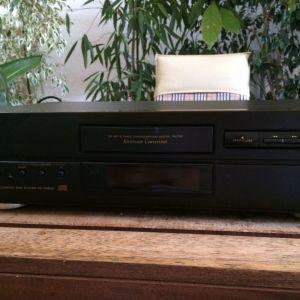Πωλείται το  hi-end CD player Teac CD-P4500