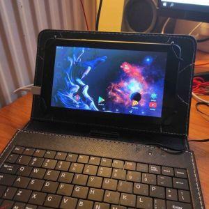 Πωλείται tablet Estar 7 ιντσών σε άριστη κατάσταση μαζί με θήκη που περιέχει πληκτρολογιο