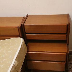 2πλό κρεβάτι, 2 κομοδίνα, συρταριέρα και καθρέπτης