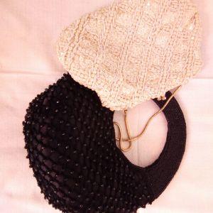 Vintage 1960 βραδυνό λευκο τσαντάκι κ δώρο καινούργιο μαύρο τσαντάκι.